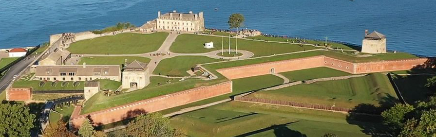 Old Fort Niagara image courtesy of NiagaraFallsLive.com